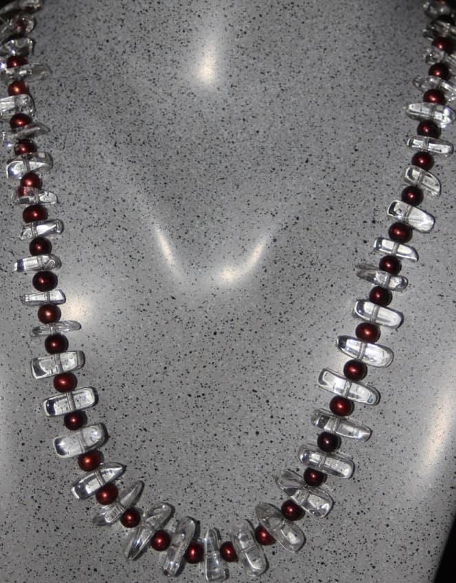 begskristallhalsband-med-roda-parlor