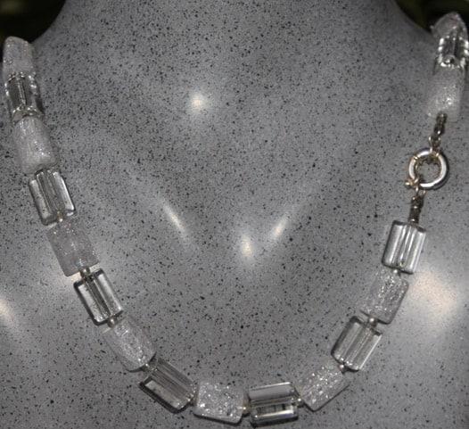 halsband-bergskristaller